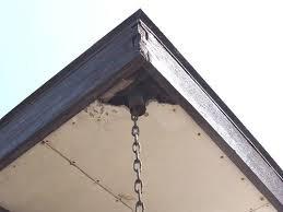 屋外壁のヒビ割れ