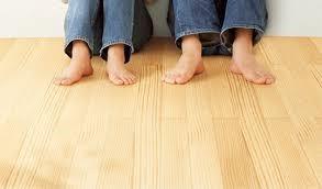 夏に涼しい無垢の床