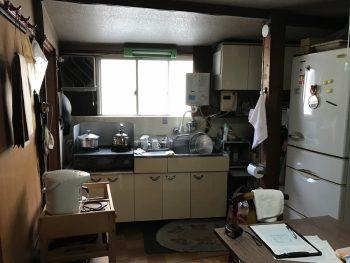 散らかっているキッチン