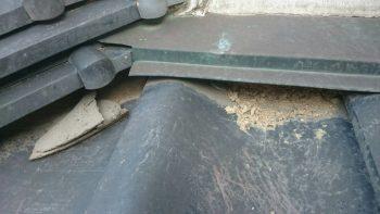 屋根の漆喰の剥がれ