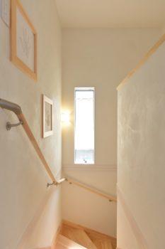 【新築施工事例】無垢材と漆喰でナチュラルライフを実現!洋風瓦が印象的な南欧風住宅<後編>